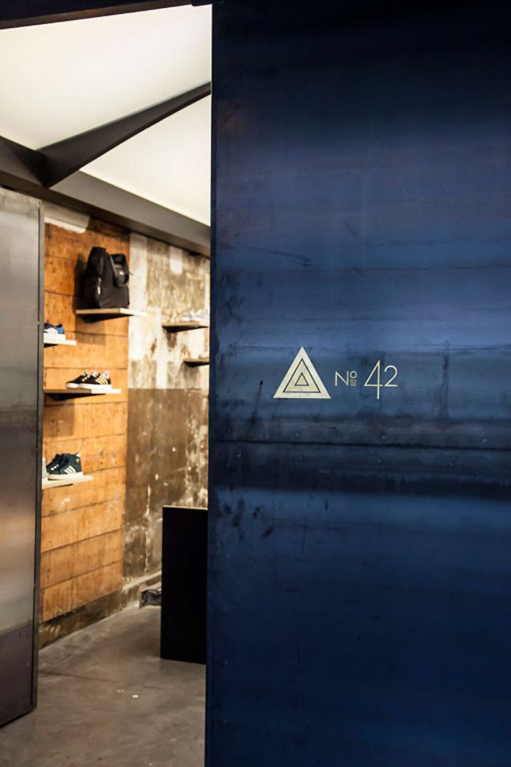 The No. 42 store sits under a modern ceiling that on the one hand references the iron framework of a 19th century Parisian passageway and on the other provides a sleek contrast with the place's raw industrial aesthetics..