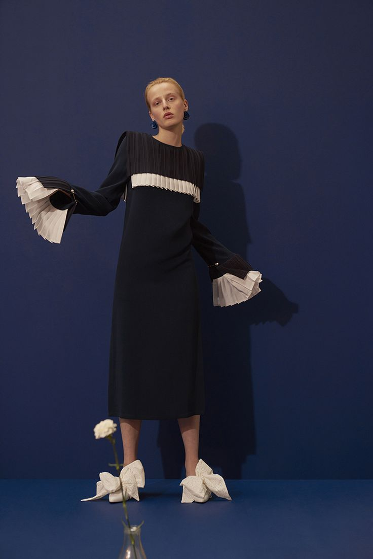 ANNER DRESS IN NAVY - an elegant midi length dress with pleated split cuffs and pleated bib detail in white. #motherofpearl #pearlyqueen #ss18