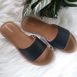 I just added this to my closet on Poshmark: Old Navy girls black sandals. Price: $15 Size: 3G