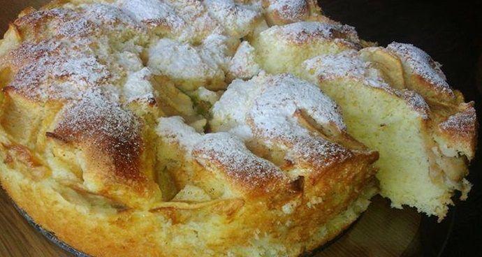Lengvai pagaminamas biskvitinis pyragas su vaisiais