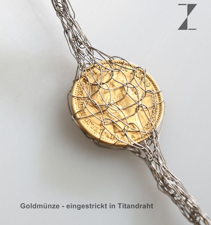 Titandraht von Hand verstrickt - Goldmünze  eingestrickt- www.atelier-zellhuber.de #Titan #Gold #Münze #Goldmünze #Schmuck