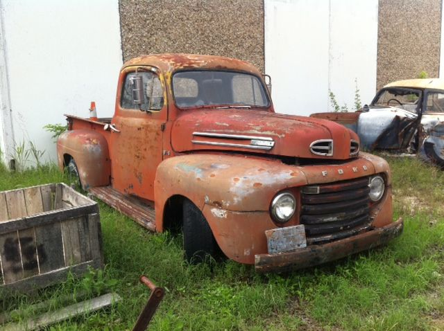 Rusty Ford 50s Truck In East Austin Yard 50 S Pinterest Trucks And