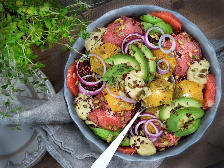 Quinoasallad med hummus och rostade pumpakärnor | Recept från Köket.se