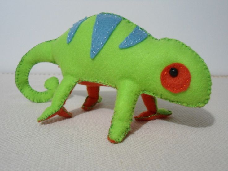 Stuffed Chameleon  •  Free tutorial with pictures on how to make a lizard plushie in under 180 minutes