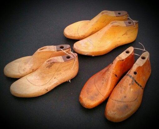 Antieke brocante houten schoenmallen