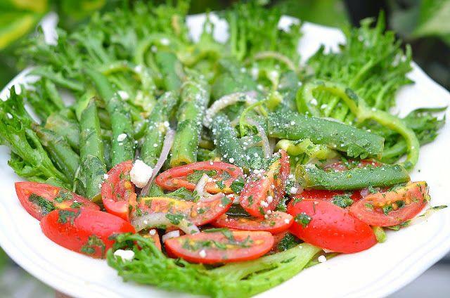 Салат с горчичной заправкой | Этот салат один из моих фаворитов, так как готовлю его чаще всего. Просто берёте любимые овощи и заправляете вкуснейшей, душистой заправкой.