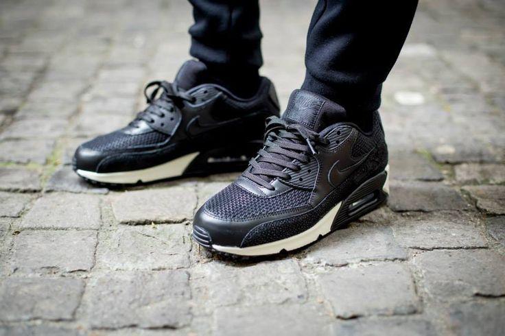 the best attitude 7dec7 ad07d Nike Air Max 90 Black Leather On Feet tonsprak.nu