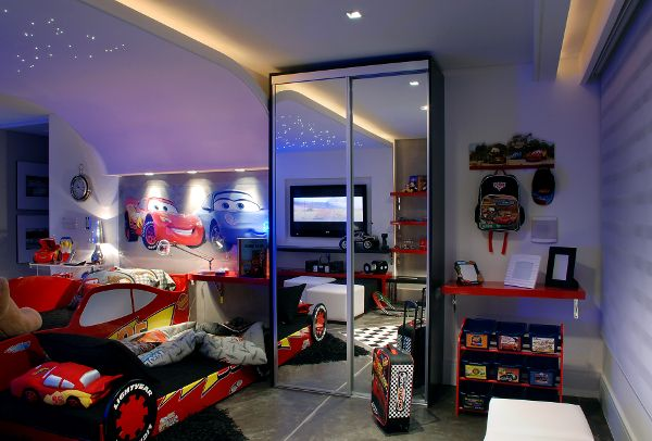 Dormitorio de rayo mcqueen de cars o mcqueen kids bedroom for Habitacion pelicula 2015