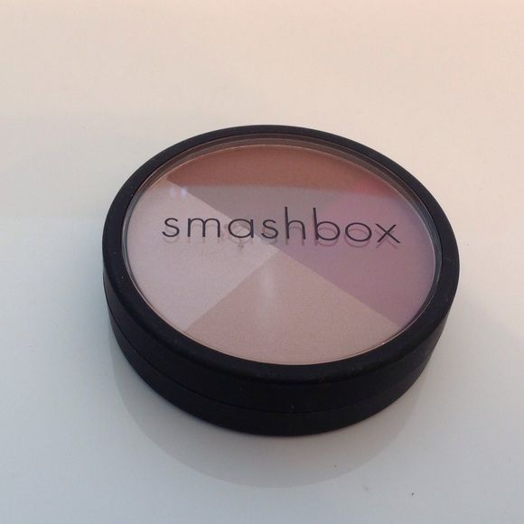 NEW Smashbox Soft Lights Quad Alight  Highlighter NEW beautiful combination of glowing sublet yet dramatic highlight colors, No Trades (M03) Smashbox Makeup Luminizer