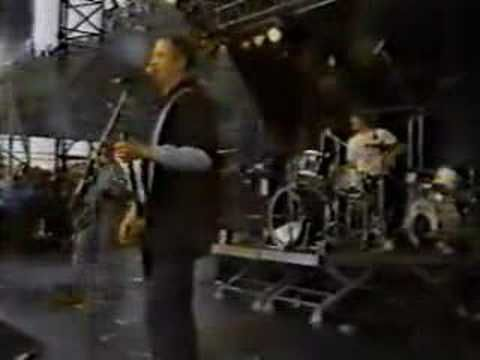 Hüsker Dü - Eight Miles High (Pink Pop Festival 87) - YouTube I always loved the original (The Byrds), but this is much more frenetic.  And I've loved Husker Du from when I first discovered them... shortly before they broke up :(