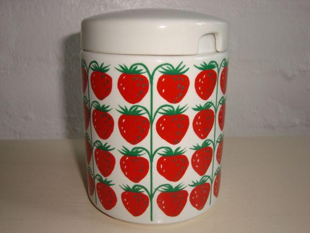 """ARABIA """"Pomona"""" 1960s designed by RAIJA UOSIKKINEN jam pot/marmeladekrukke. #Arabia #Pomona #Uosikkinen #marmeladekrukke. From www.TRENDYenser.com."""