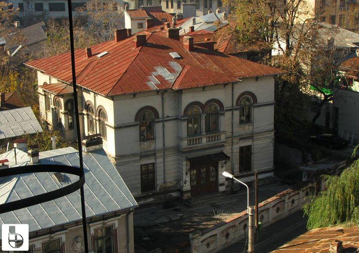 Vechea școală evreiască de pe strada Anton Pann, astăzi închisă și în paragină.  Source: Bucuresti Realist. Toate drepturile rezervate.