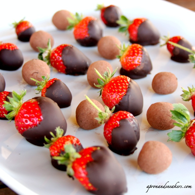 Chocolate Covered Strawberries by apronandsneakers: What a lovely presentation! #Strawberries #Chocolate #apronandsneakers