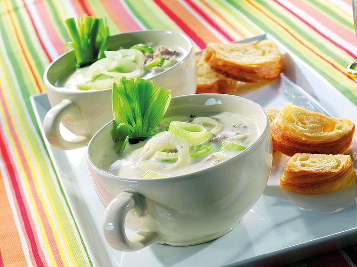 Zupa porowo-serowa z mielonym mięsem