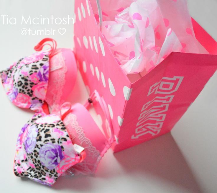 Victoria's secret PINK bras. The perfect gift❤️