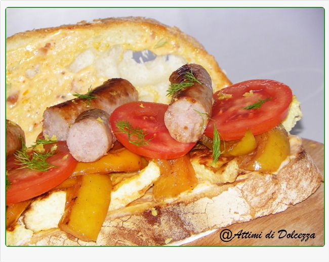 PANINO CON SALSICCIA E PEPERONI / SANDWICH WITH SAUSAGE AND PEPPERS