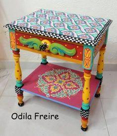 Móveis pintados, Odila Freire                                                                                                                                                      Mais