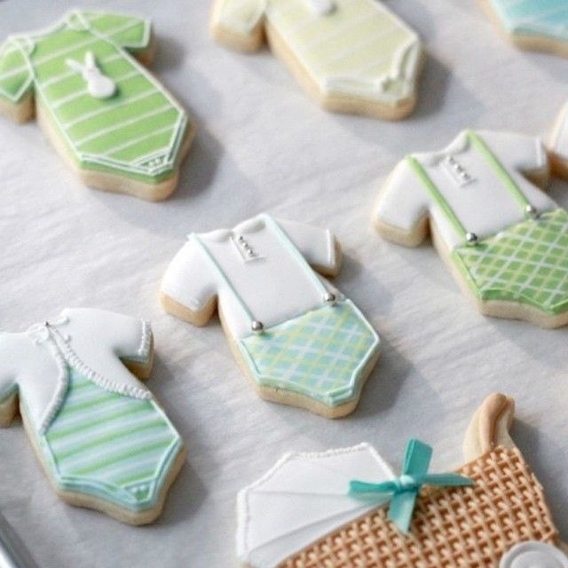 """New post on Sweetopia.net... How to thaw undecorated cut-out cookies. Thank you to @fiocco_cookies for many of the cookie designs! #decoratedcookies #cookies"" Photo taken by @sweetopia_ on Instagram, pinned via the InstaPin iOS App! http://www.instapinapp.com (07/27/2015)"