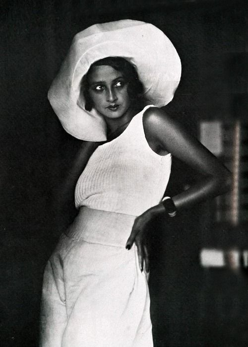 Renee Perle, a Romanian Jewish girl who moved to Paris, is famous as the first muse of the famous French photographer Jacques Henri Lartigue. Photo by Jacques-Henri Lartigue, 1930.