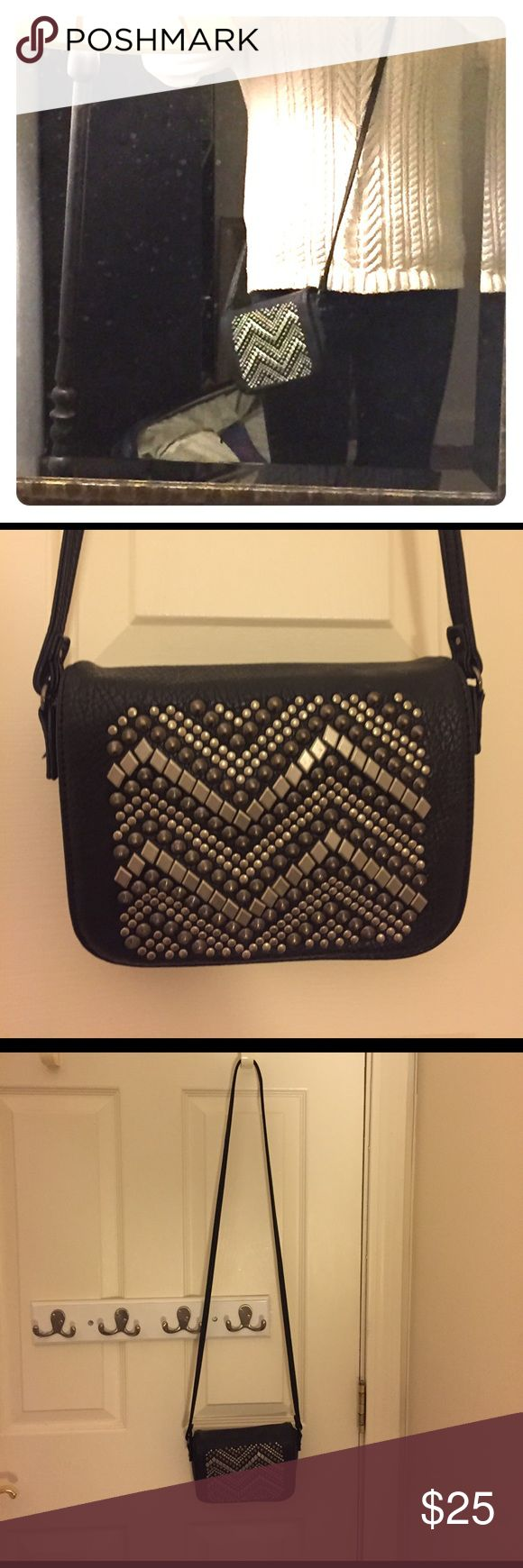 Urban Outfitters purse Small black purse with adorable beading. This purse is in perfect condition and was used once! Urban Outfitters Bags Crossbody Bags