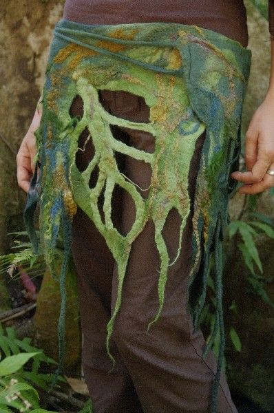 .A dazzling felt scarf to be used in other ways