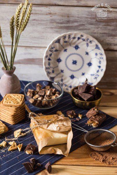 Три рецепта шоколадной колбасыБелая шоколадная колбаса Ингредиенты:Белый шоколад — 250 г Курага — 50