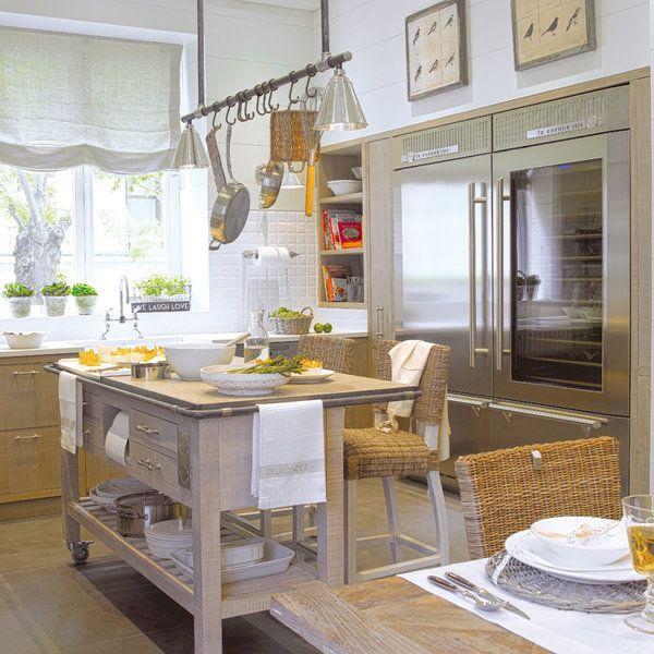 Con la declarada intención de disfrutar de los mejoresplatos cocinados a fuego lento, se creó este espacio, diseñadopara comer, estar y departir con la familia y los...