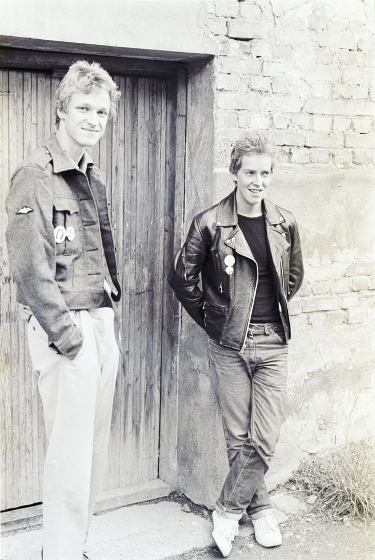Harald Fossberg og Jan Olufsen skrev i fanzina City Rockers. Til et intervju for Klassekampen i 1978