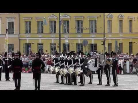 His Majesty The King's Guard (HMKG) Drill Show in Helsinki 2014 - YouTube