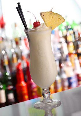 Recette de la Pina Colada, un cocktail au rhum et à la noix de coco - Cocktails Wizard