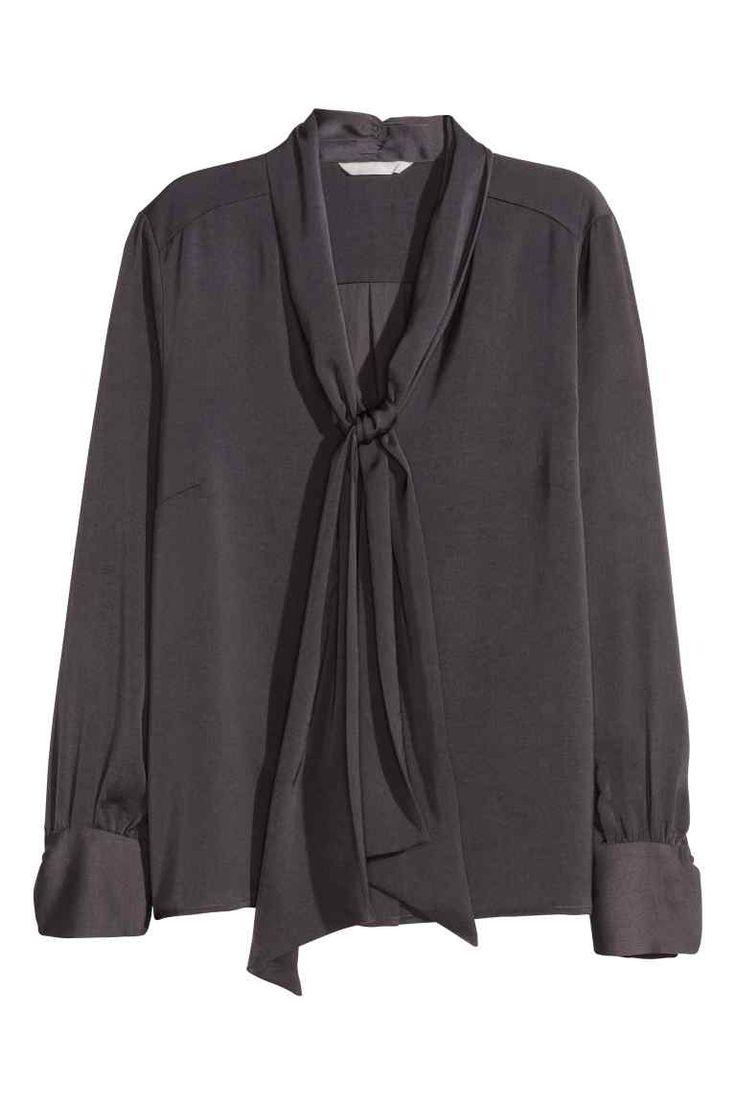 Satynowa bluzka z wiązaniem | H&M 39,90