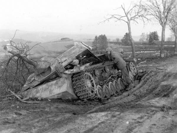 Jagdpanzer IV | Jagdpanzer IV destroyed by air attack near Dasburg.