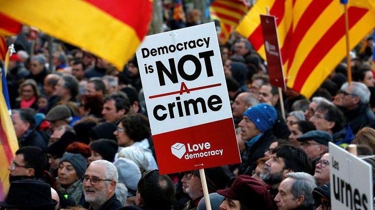 Indépendance de la Catalogne : Carles Puigdemont sur les traces d'Artur Mas