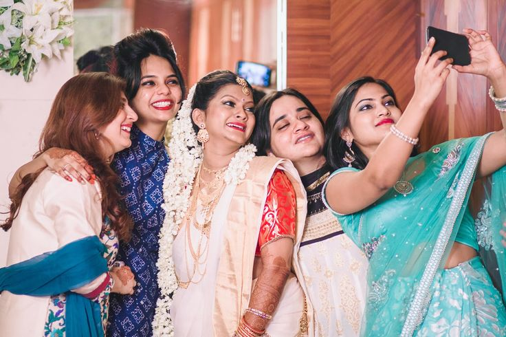😁Say cheese! Photo by Deepa Netto, Mumbai #weddingnet #wedding #india #indian #indianwedding #lehenga #lehengacholi #choli #lehengawedding #lehengasaree #saree #bridalsaree #weddingsaree #mehendi #ceremony #realwedding #outfits #backdrops #groom #wear #groomwear #outstanding #emotions #smile