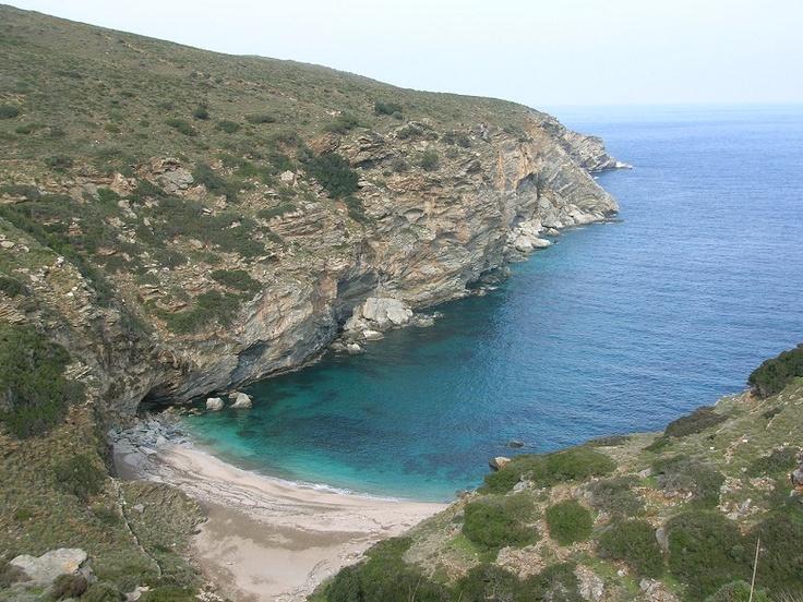 Mikrogiali beach