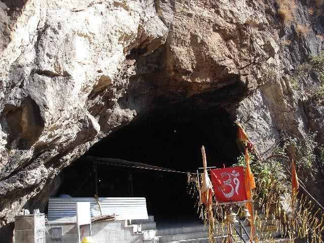 10 Places Find Amazing Caves in India: Jammu and Kashmir