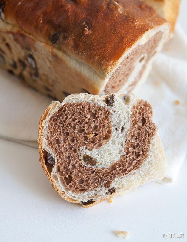 Chleb cynamonowy z rodzynkami – White Plate