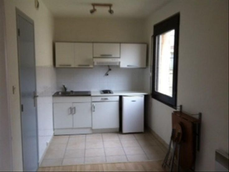 TOULOUSE AMIDONNIERS In gated, T1 bis 30m² ideal student the 2nd floor with pleasant stay, equipped kitchenette.  shower room with WC.  Parking.  Near law school.