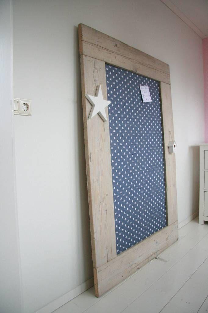 Met dit sloophouten prikbord heb je echt iets unieks in huis! Leuke foto`s en tekeningen hang je zo op met punaises of spijkertjes.