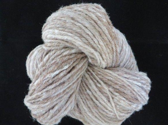 1カセ およそ100g 並太程度マン島原産のレアシープ マンクス・ロフタン種の茶色い原毛と、北海道生まれのトカチデールの白い原毛をよく混ぜて、丁寧に紡いだ毛糸... ハンドメイド、手作り、手仕事品の通販・販売・購入ならCreema。