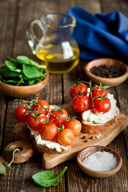 crostini with tomatoes | Good Eats | Pinterest | Tomatoes
