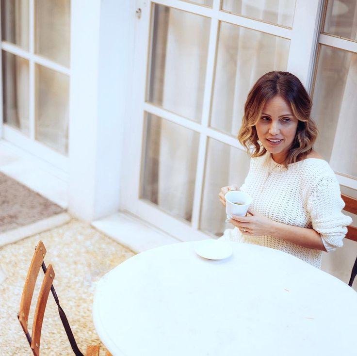 Bom diaaaaa meu povo!! Começando essa terça com muito café para dá aquele up!! Você sabia que a cafeína contida no café é um estimulante do sistema nervoso funcionando como um leve antidepressivo e deixando o seu cérebro mais ativo?! Além disso a cafeína também aumenta vasodilatação dos brônquios aumentando a capacidade respiratória e assim é um ótimo pré treino pois melhora o oxigenação dos músculos durante a atividade física. Por fim a cafeína ainda estimula o metabolismo em 10% aumentado…