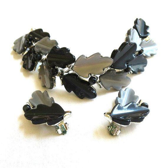 vintage plastic wavy leaf necklace