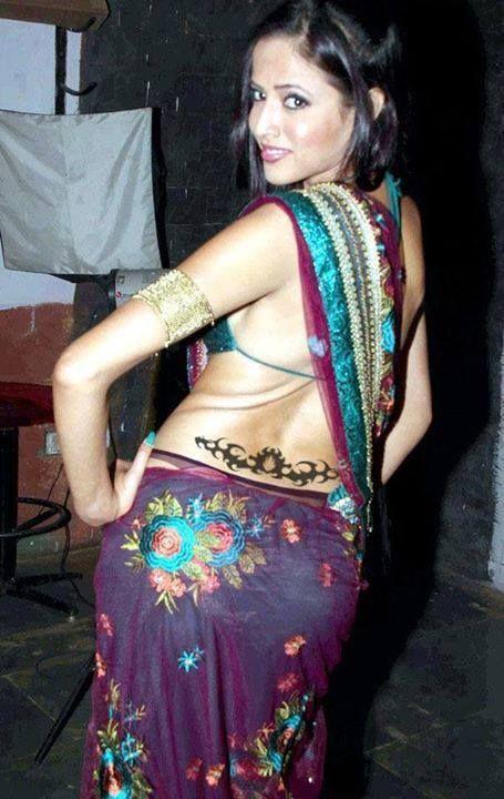 Desi Indian Hot Model In Saree