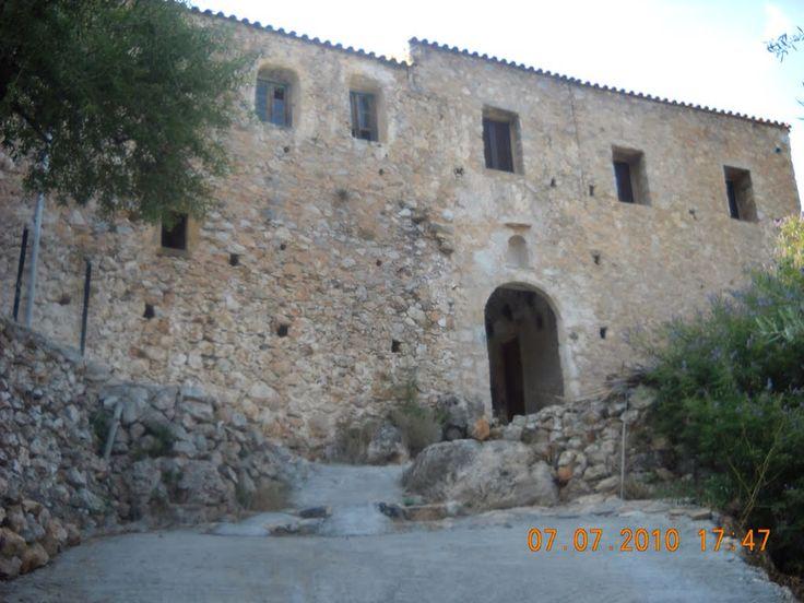 Μοναστήρι Μενενιάνων             www.iloveskoutari.com