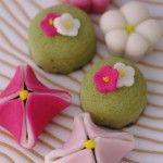 """Il Mochi sono dolci giapponesi ,il termine può essere tradotto con i verbi """"possedere"""", """"avere"""" è quindi rappresenta un augurio di ricchezza. Mochi giappon"""