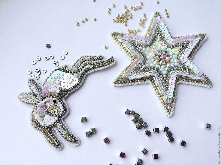 Купить Набор брошей Полярная Звезда и Белый Заяц ручная вышивка бисером - белый, звезда