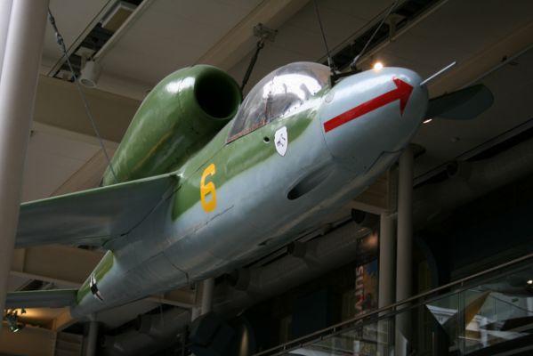 """Heinkel He 162 """"Volksjager"""" le"""
