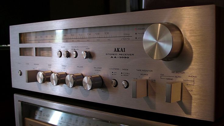 Nice small receiver, with a good sound and good building quality Subscribe and also watch my other video's. In my video's I often review vintage stereo amps,...
