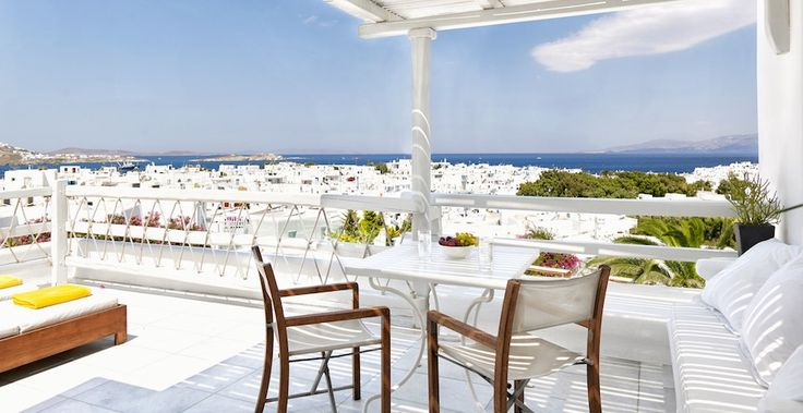 Following the purity of essence found throughout the Belvedere, the Panoramic Room with Private sundeck provides radiantly beautiful open plan living and views to Mykonos Town